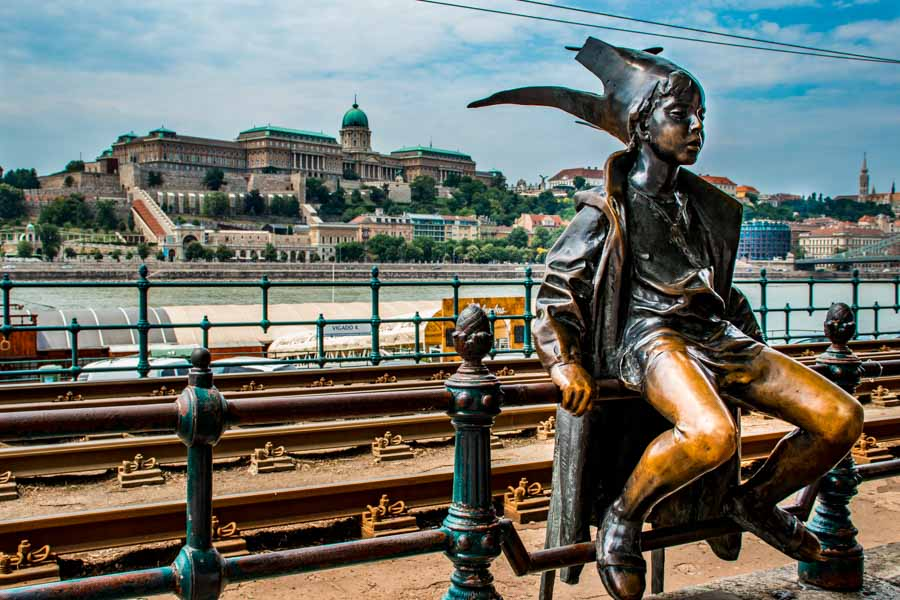 Little Princes on the Danube Promenade