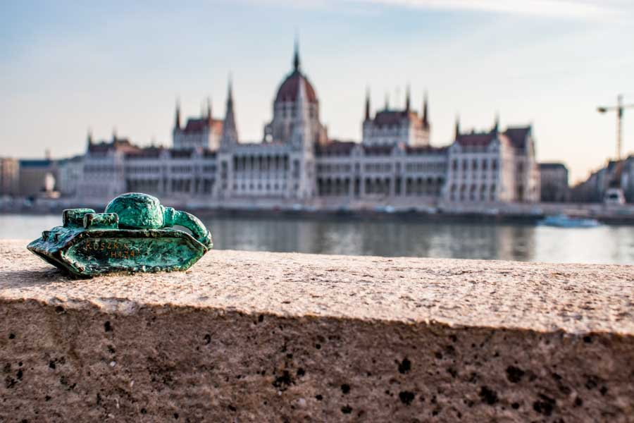 Small tank - cute statue on the Danube bank