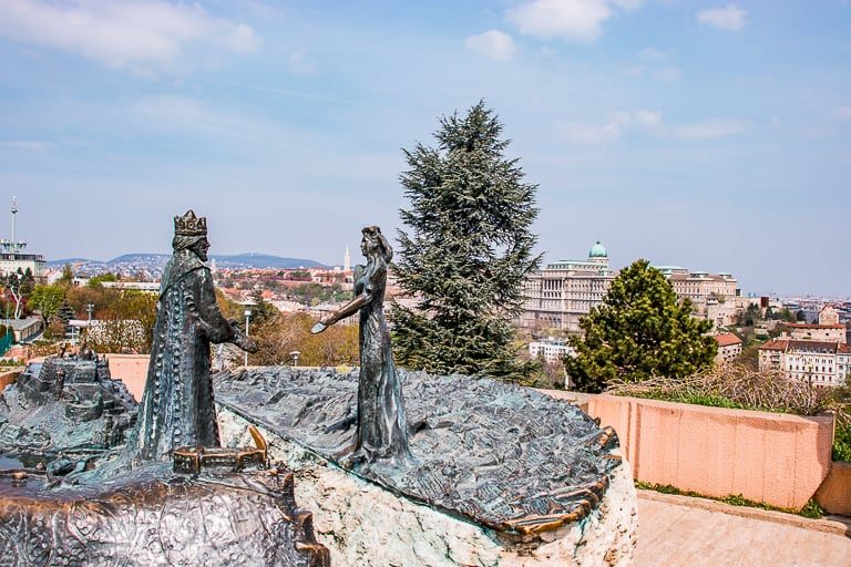 Statue of Prince Buda and Pest Princess
