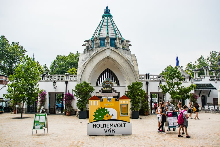 entrance of Budapest Zoo