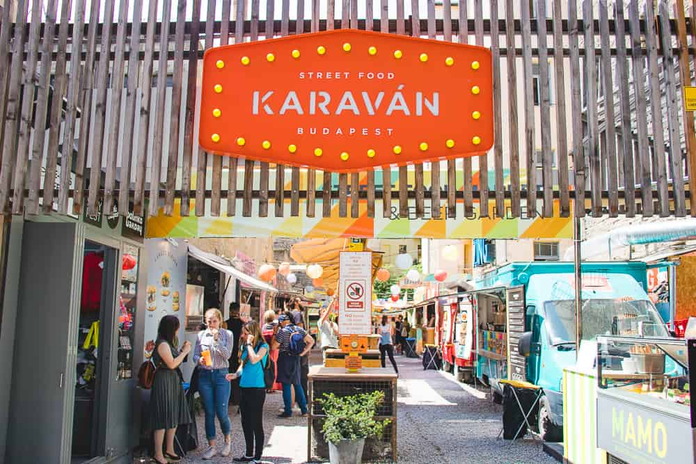 karaván street food courtyard