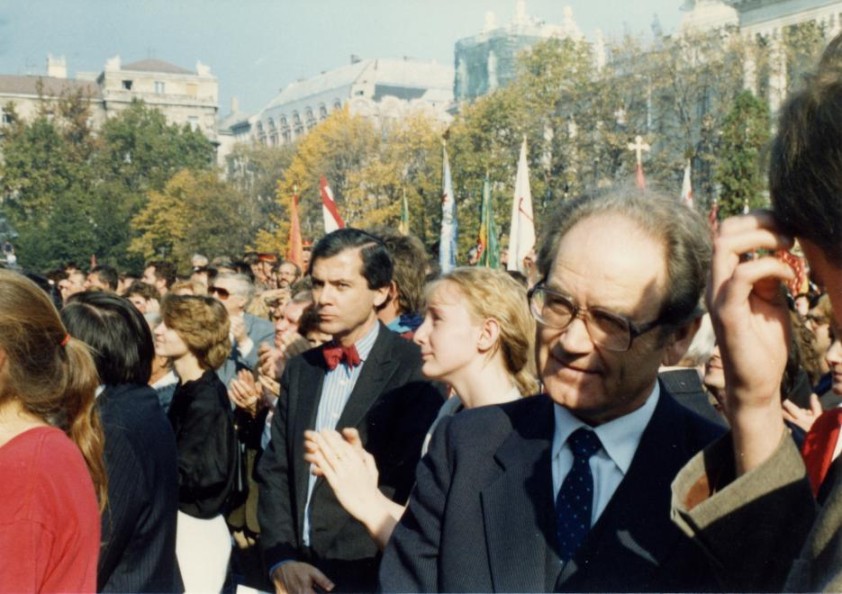 1989 Kossuth square on the day of the declaration of the Hungarian Republic
