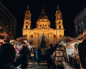 Christmas in Budapest: Christmas market at St. Stephen's Basilica
