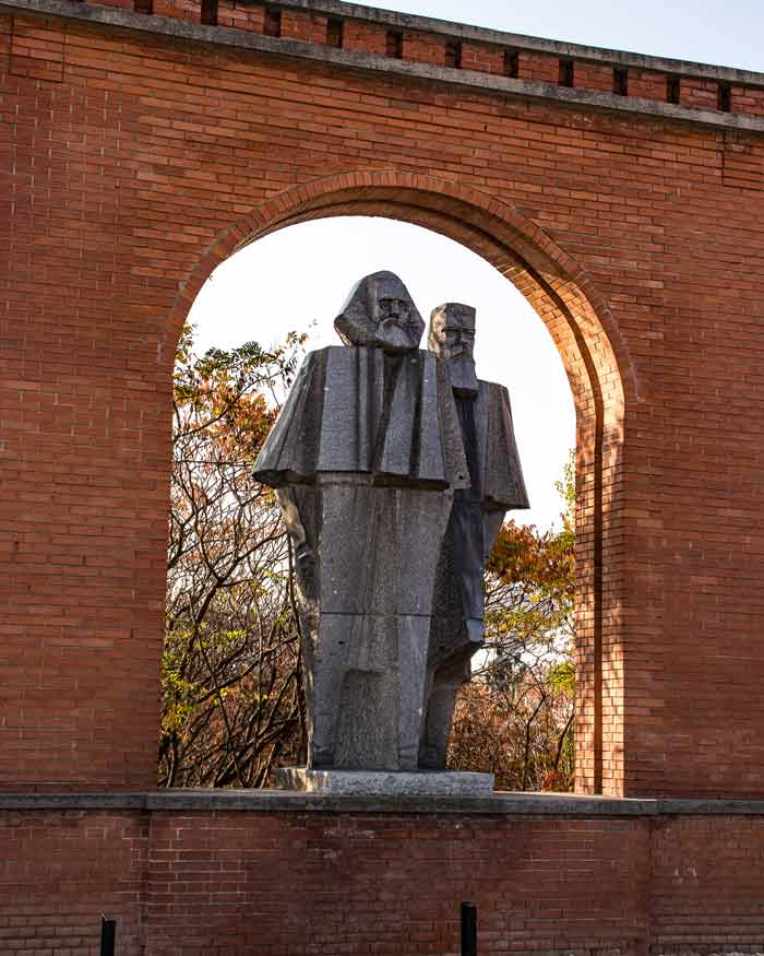 Memento-Park-entrance-statues-of-Marx-and-Engels